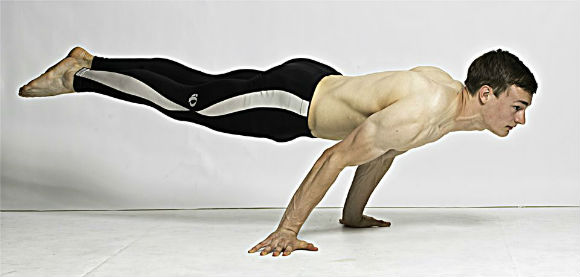 0b3f95d6176 How To Build Boulder Shoulders With Bodyweight Workouts